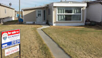 ☺NEW PRICE☺ Impressive Mobile Home Near Red Deer ☺NEW PRICE☺
