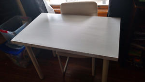 White table with 2 matching chairs