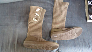 Womens boots size 10, Bearclaw