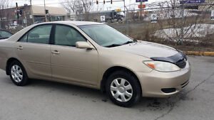 2004 Camry LE super propre 4 cylinders