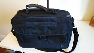 Business/casual laptop bag (brand name: CASE LOGIC)