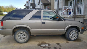Chevy Blazer 2000 model ,4wheel drive, as is