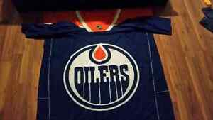 Edmonton Oilers Sleeved Fleece Blanket