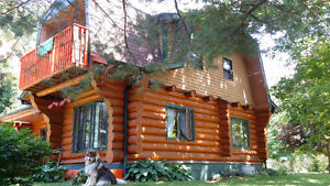 Gorgeous 4 Bedroom LOG home 3 minutes outside of Lunenburg, NS