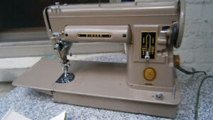 VINTAGE SINGER Model 301A Long Bed Sewing Machine with Case