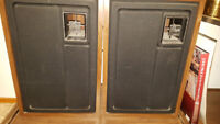VINTAGE 70s Lloyd's stereo and speakers