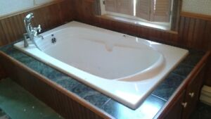 Ultra Jacuzzi Bathtub with hardware