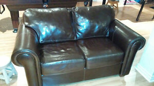 Leather sofa and loveseat/Divans en cuir