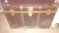 Old treasure chest (trunk)
