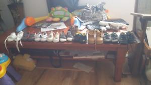 Lot de souliers garcon et mobille