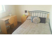 *NO AGENCY FEES TO TENANTS* Great double bedroom available in professional house share