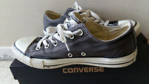 Coverse (gray size mens 7, womens 9)