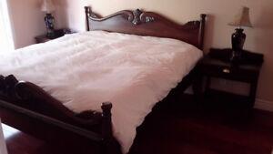 Mobilier chambre à coucher en bois d'acajou