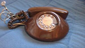 VINTAGE ROUND ROTARY DIAL PHONE