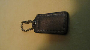 Small brown leather replacement Coach tag & chain West Island Greater Montréal image 2