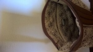 Barely used cute guess purse Cambridge Kitchener Area image 3