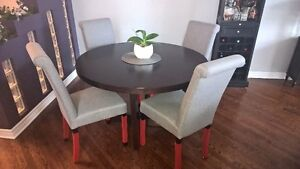 Round table with 4 grey chairs