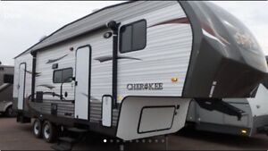 2013 Cherokee fifth wheel by forest river 265 B 30 ft