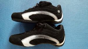 souliers de marque PUMA pour enfant Gr 10 NEUF (payé 49,99$)
