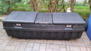 Plastic 5 Ft. PIckup Truck Work Box Tool Box / Coffre A outils