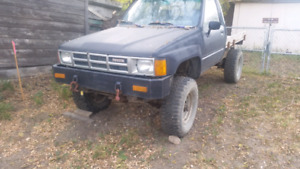 Lifted Toyota hilux solid axle