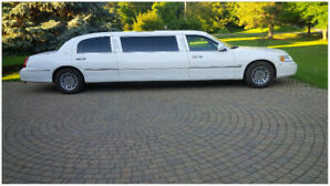 2000 Lincoln White Stretch Limousine