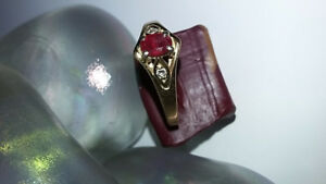 GORGEOUS OLD RING WITH TWO DIAMONDS. MARKED 14K GOLD.