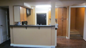 Beautiful 3 bedroom suite available now  III Great location !!!!
