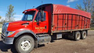 2006 International 7400 6x4 Tandem. DT 466. 300 HP. Pre-Emission