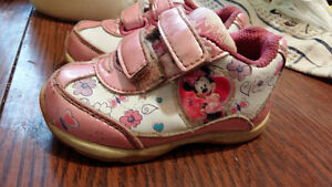 Size 4 toddler Minnie Mouse shoes