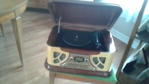 A MUST HAVE! Antique Phonograph with CD Player and Radio