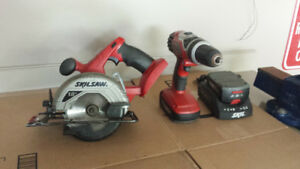 SKILSAW 18V DRILL AND SAW W/ 2 BATTERIES AND CHARGER.