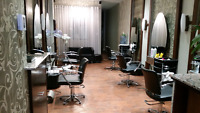Chaise coiffure à louer/ Hairstylist Chair/Station for rent