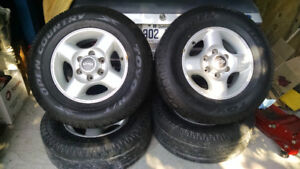 Wow! Pneus Toyo Open Country avec mags Nissan. 255/65R16