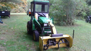John Deere Tractor 2004 Loader/Backhoe