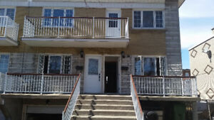LOWER DUPLEX 3 BED ROOM +Garge and back yard