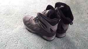 Winter boots size 9 mens