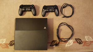 500GB PS4 + 2 controllers