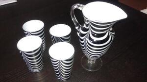 pitcher / decanter + glasses   --   pichet / carafe + verres