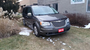 2010 Chrysler Town & Country Limited Navi E-Tested Certified Wow