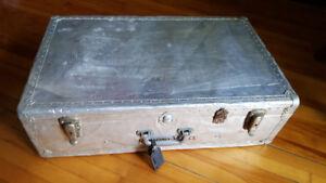Valise vintage en métal argrent
