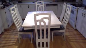 TABLE ET 6 CHAISES DE CUISINE