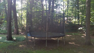 Trampoline with saftey net