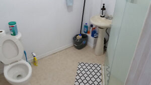 large room for rent 5min from MCMaster utils+internet include