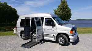 REDUCED*2006 FORD EXPLORER LIMITED SE WHEELCHAIR ACCESSIBLE VAN Cornwall Ontario image 1