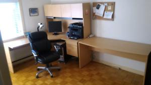 Meuble de bureau et chaise