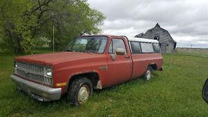 ********1981 Chevrolet  Pickup Truck (custom deluxe) **********