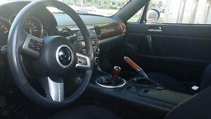 * 2009 Mazda MX-5 Miata Convertible * UNDER 20000 KM *