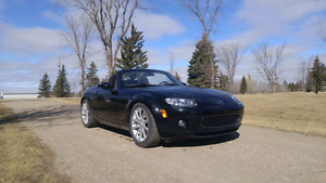 2008 MX5 power hardtop convertible  MOTIVATED TO SELL