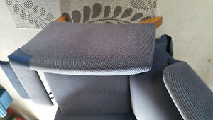 Stylish recliner chair - blue - excellent condition Gatineau Ottawa / Gatineau Area image 4